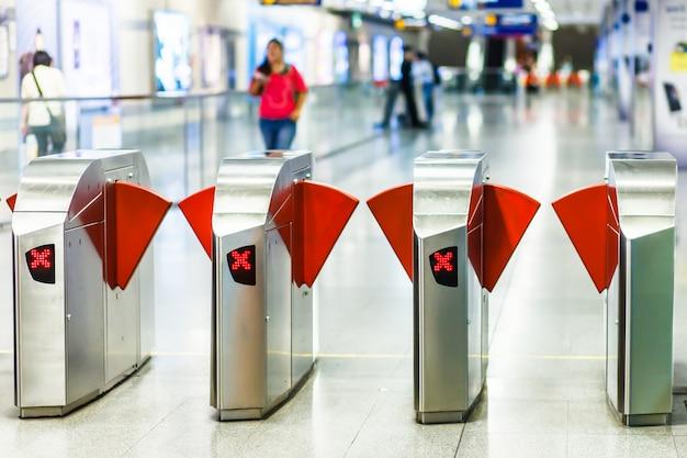 Porte De Train Mrt En Thaïlande Photo Premium