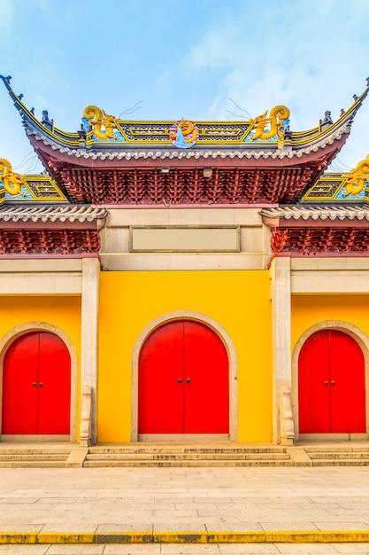 Portes Et Fenêtres Des Bâtiments Du Temple Photo Premium