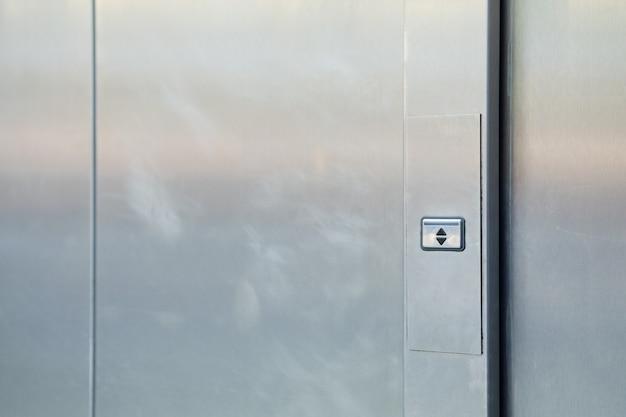 Portes Métalliques Avec Bouton De Haut En Bas. Photo Premium