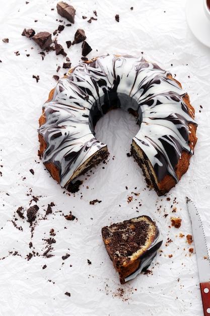 Portion de délicieux gâteau au chocolat Photo gratuit