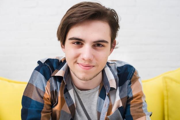 Portrait d'adolescent Photo gratuit