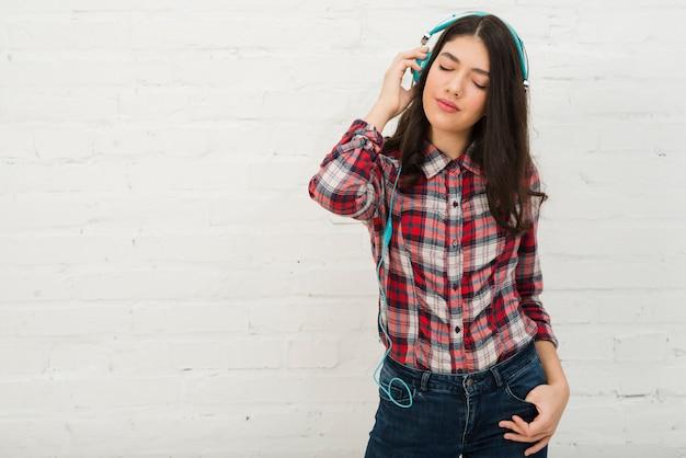 Portrait d'adolescente Photo gratuit