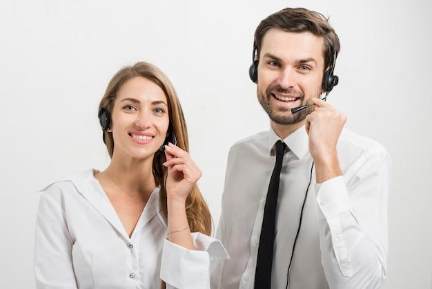 Portrait d'agents de centres d'appels Photo gratuit