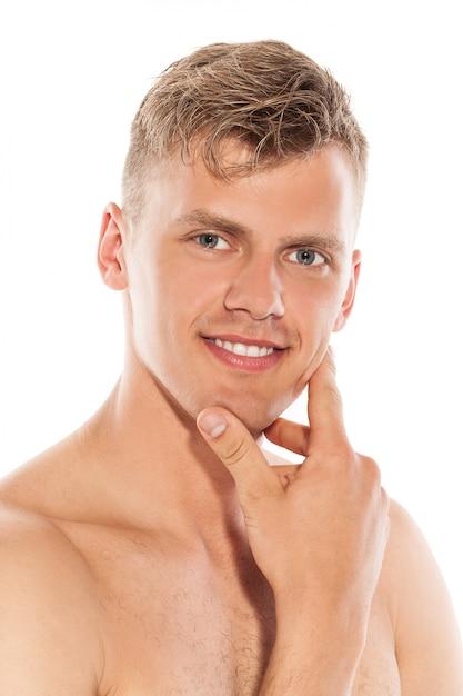 Portrait de beau mec à poil Photo gratuit