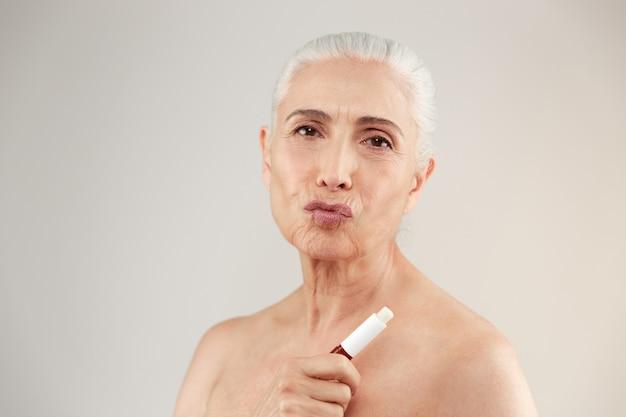 Portrait De Beauté D'une Femme âgée à Moitié Nue Ludique Photo gratuit