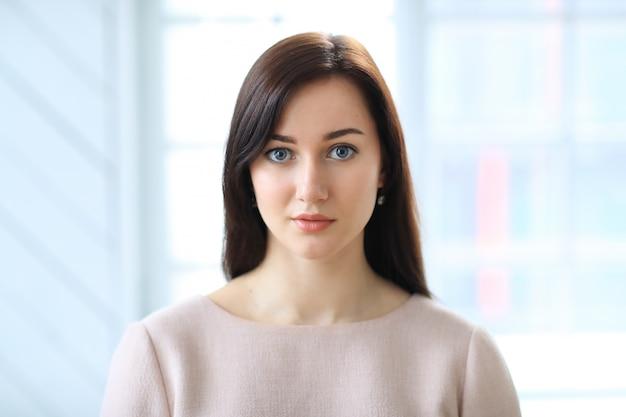 Portrait De Belle Femme D'affaires Photo gratuit