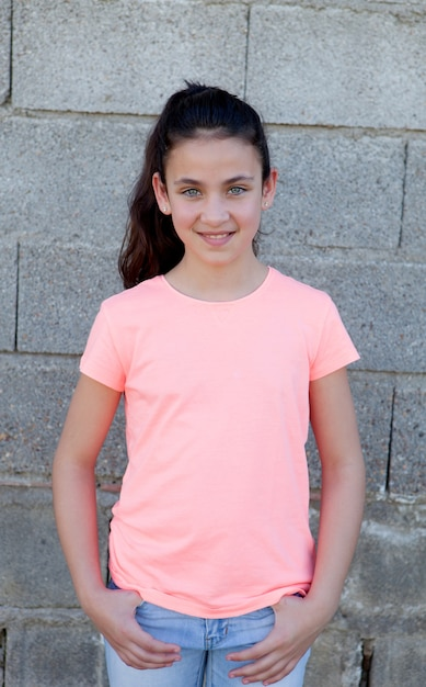Portrait d'une belle fille preteen aux yeux bleus Photo Premium
