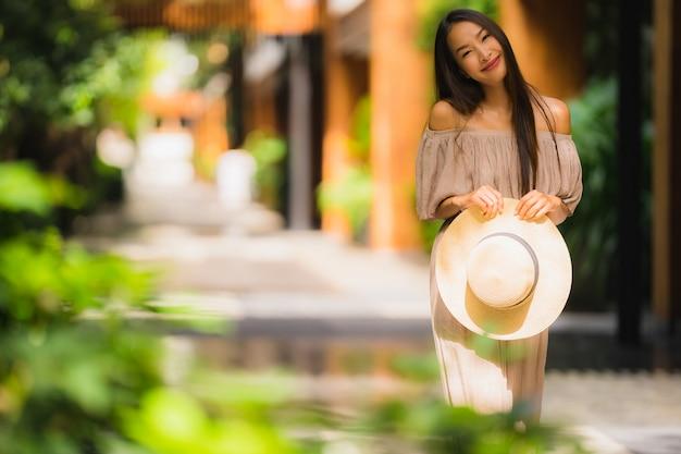 Portrait belle jeune femme asiatique sourire heureux Photo gratuit