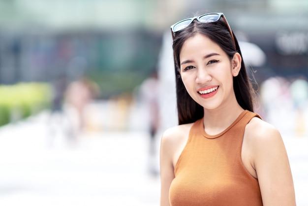 Portrait de belle jeune femme asiatique, Photo Premium