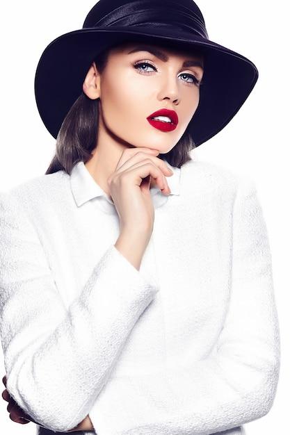 Portrait De La Belle Jeune Femme élégante Photo gratuit