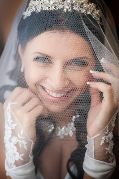 Portrait de la belle mariée. robe de mariée. décoration de mariage Photo Premium