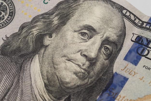 Portrait de benjamin franklin sur un nouveau billet de cent dollars. Photo Premium