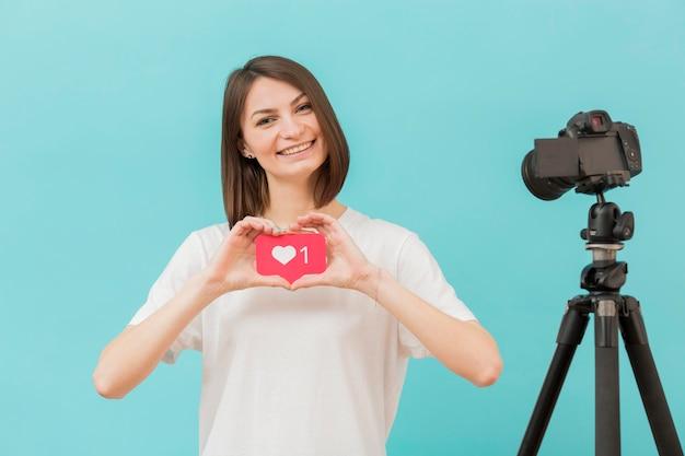 Portrait D'un Blogueur Enregistrant Une Vidéo à La Maison Photo gratuit