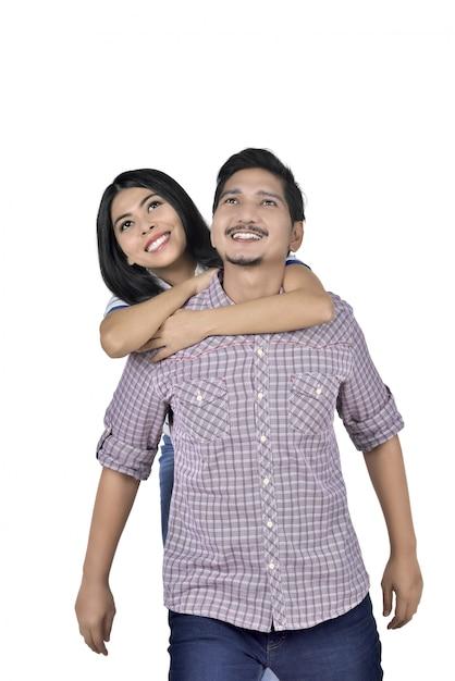 Portrait de couple asiatique amoureux s'amuser Photo Premium
