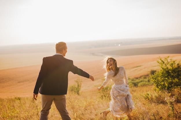 Portrait couples, tendresse amour nature Photo Premium