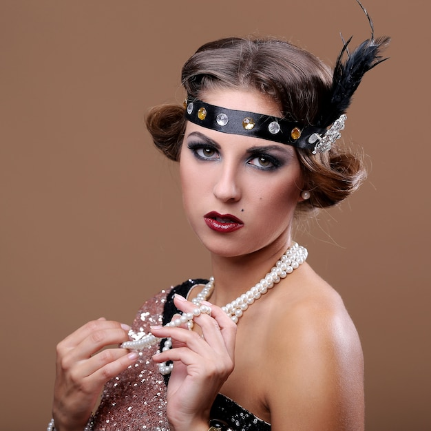 Portrait de dame glamour grave Photo gratuit