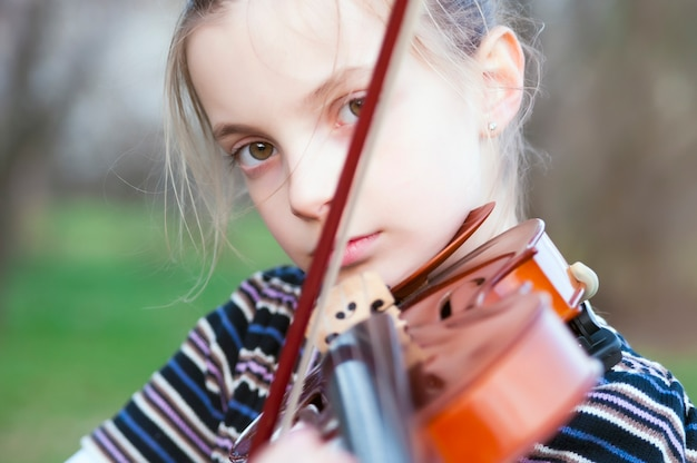 Portrait du petit violoniste Photo Premium