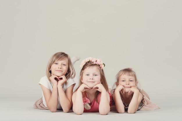 Portrait D'enfants Heureux Photo gratuit