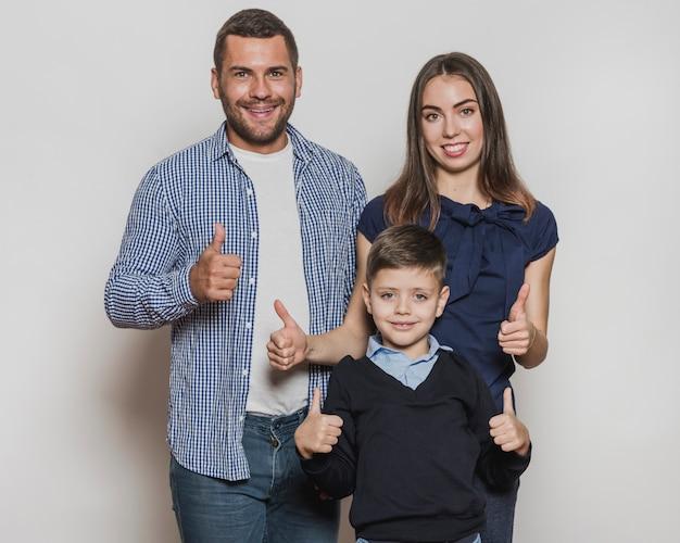 Portrait De Famille Heureuse Ensemble Photo gratuit