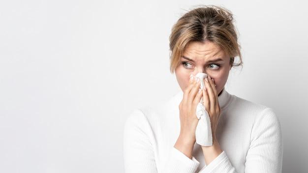 Portrait De Femme Adulte Avec Symptôme D'infection Photo gratuit