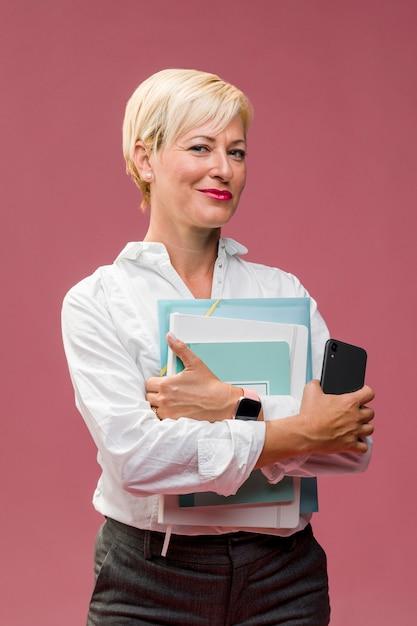 Portrait de femme d'affaires d'âge moyen Photo gratuit