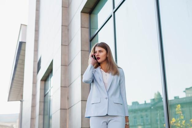 Portrait de femme d'affaires Photo gratuit