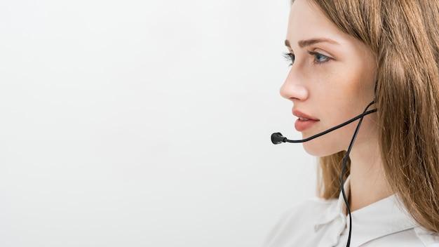 Portrait de femme de centre d'appel Photo gratuit