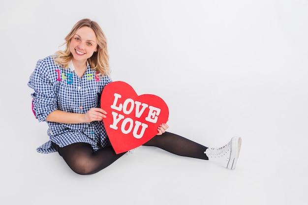 Portrait de femme avec concept de l'amour Photo gratuit