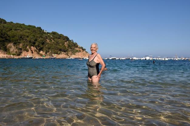 Portrait, femme, entrer, mer Photo Premium