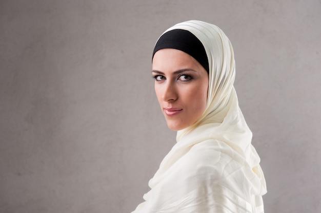 Portrait De Femme Musulmane Photo Premium