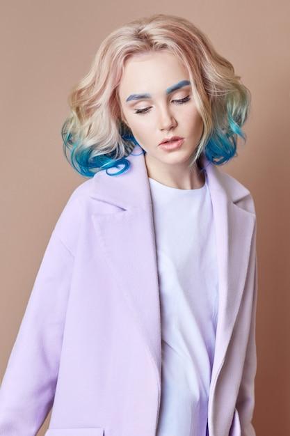 Portrait Femme Printemps Lumineux Couleur Volant Cheveux Photo Premium