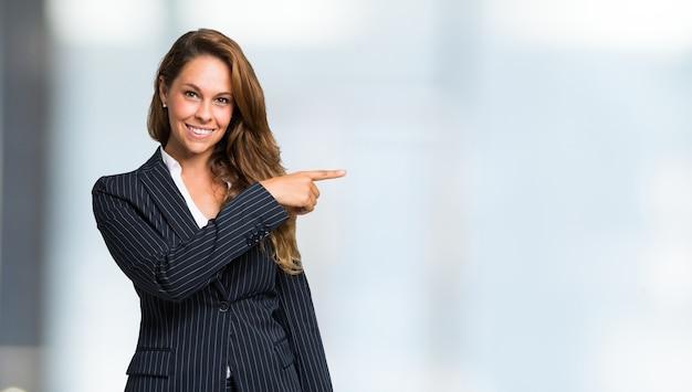 Portrait d'une femme souriante, grand espace copie Photo Premium