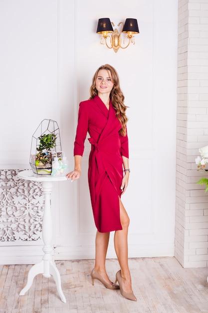 Portrait, fille, intérieur, florariums, intérieur, solutions, affaires, maison Photo Premium