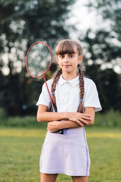 Portrait, fille, tenue, badminton, parc Photo gratuit