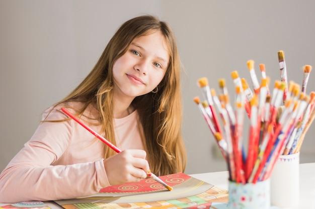 Portrait, girl, peinture, papier, brosse Photo gratuit