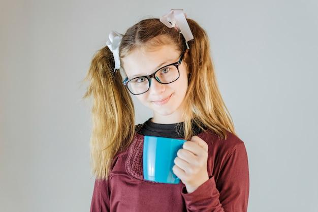 Portrait, girl, tenue, café Photo gratuit