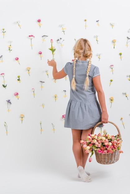Portrait, Girl, Tenue, Panier, Fleurs Photo gratuit