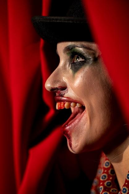 Portrait de gros plan de maquillage femme vue de côté halloween Photo gratuit
