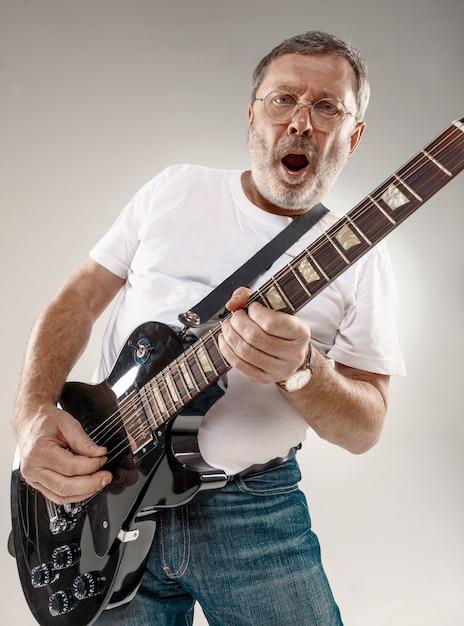 Portrait D'un Guitariste Photo gratuit