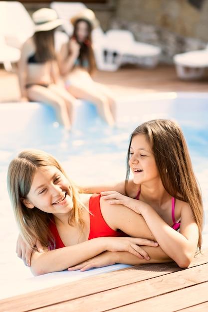 Portrait, heureux, filles, sourire Photo gratuit