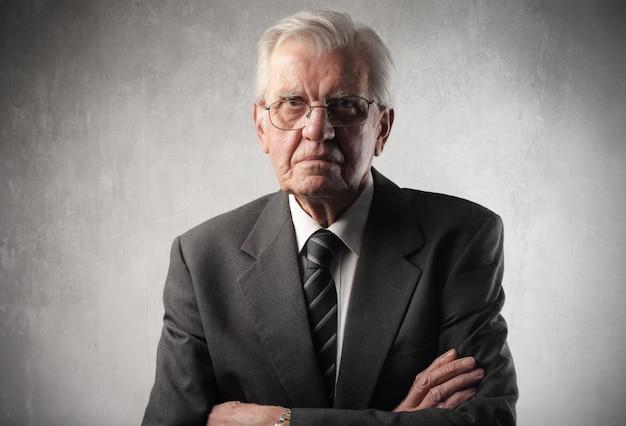Portrait D'un Homme D'affaires âgé Photo Premium