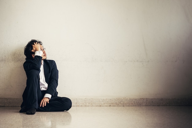 Portrait d'homme d'affaires asiatique stressé du travail Photo Premium