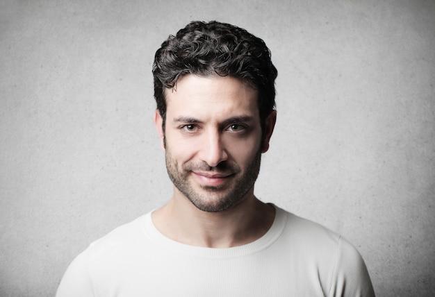 Portrait d'un homme confiant Photo Premium
