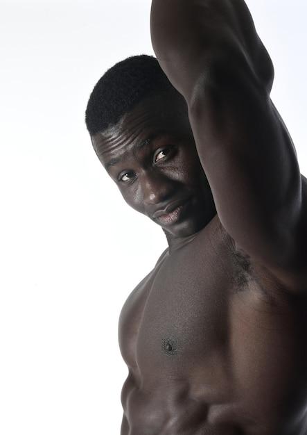 Portrait d'un homme musclé sur fond blanc Photo Premium