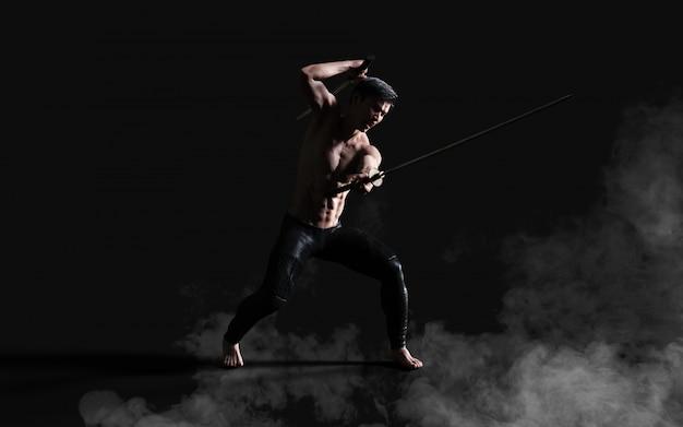 Portrait humain d'un beau guerrier ancien musclé avec une épée avec un tracé de détourage Photo Premium