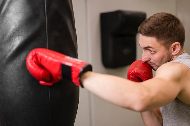 Portrait, jeune, boxe, gymnase Photo gratuit