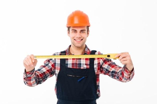 Portrait D'un Jeune Constructeur Masculin Satisfait Photo gratuit