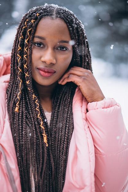 Portrait de jeune femme afro-américaine Photo gratuit