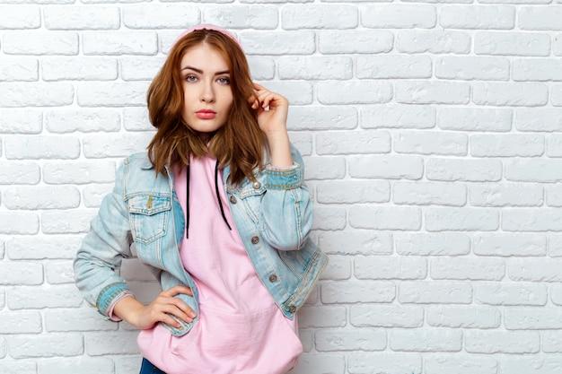 Portrait de jeune femme séduisante Photo Premium