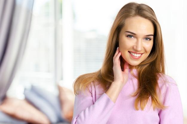 Portrait d'une jeune femme Photo Premium